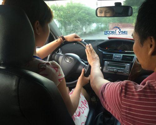 hướng dẫn lái xe số tự động cơ bản cho người mới bắt đầu